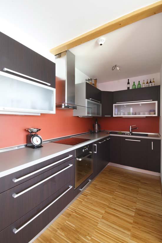 موديل مطبخ صغير لون غامق