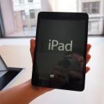 صورة ايباد ميني في اليد Apple iPad mini  - 3901