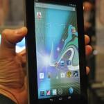 صورة الجهاز وهو في اليد اتش بي سليت سفن  HP Slate 7