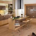 افكار لمطباخ مودرن خشبية مع طاولة للأكل