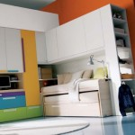 فكرة غرفة مكونه من كنب ودولاب وسرير ومكتب - 2804
