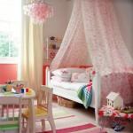 غرفه بناتيه ستاره فوق السرير