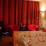غرف نوم رومانسية لون احمر
