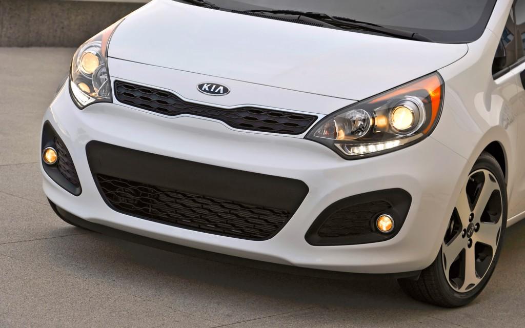 صور أسعار سيارة كيا ريو 2013-Kia-Rio-SX-hatchback-front-close-1024x640.jpg