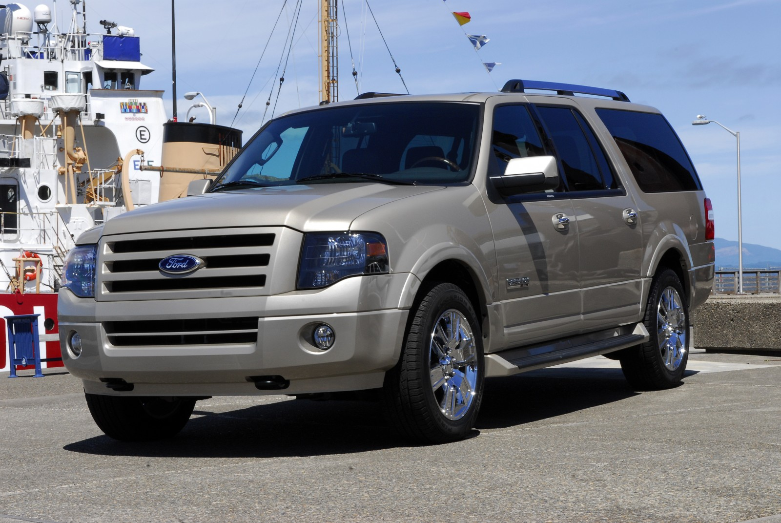 http://www.almrsal.com/wp-content/uploads/2013/03/2013_ford_expedition_el_suvcrossover_limited_f3q.jpg