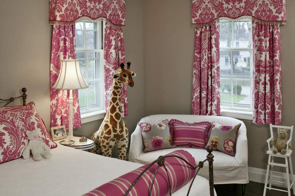 غرفة بنات لون ابيض و فرش وردي | المرسال