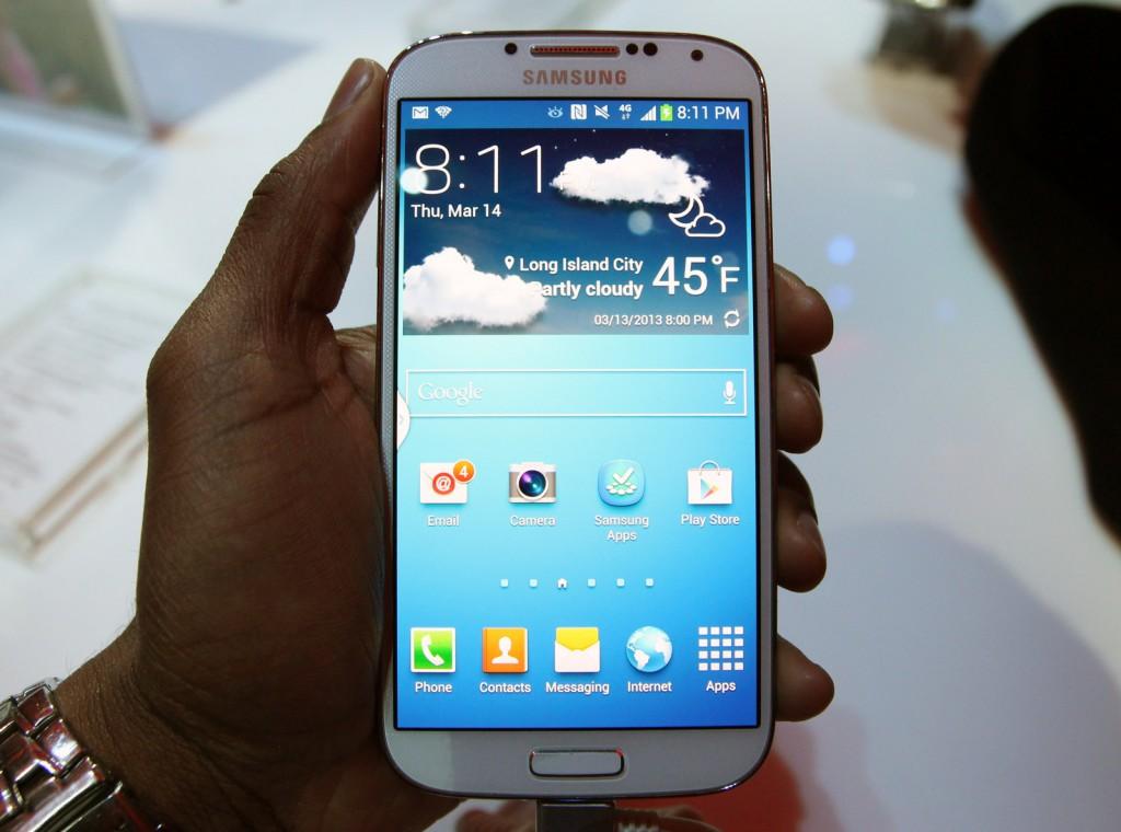 صور مواصفات اسعار جالكسي Galaxy Galaxy-S4-Hands-on-1024x760.jpg