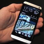 شكل جوال اتش تي سي الجديد في اليد HTC ONE