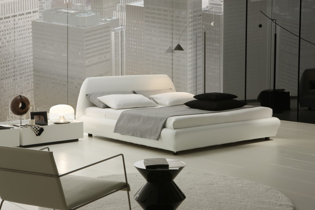 صورغرف نوم بيضاء Minimalist-white-bedroom-interior-design-1024x682.jpg