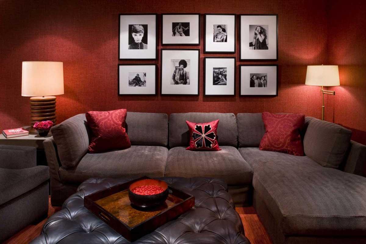 تصاميم غرف جلوس كنب رصاصي وجدار احمر | المرسال