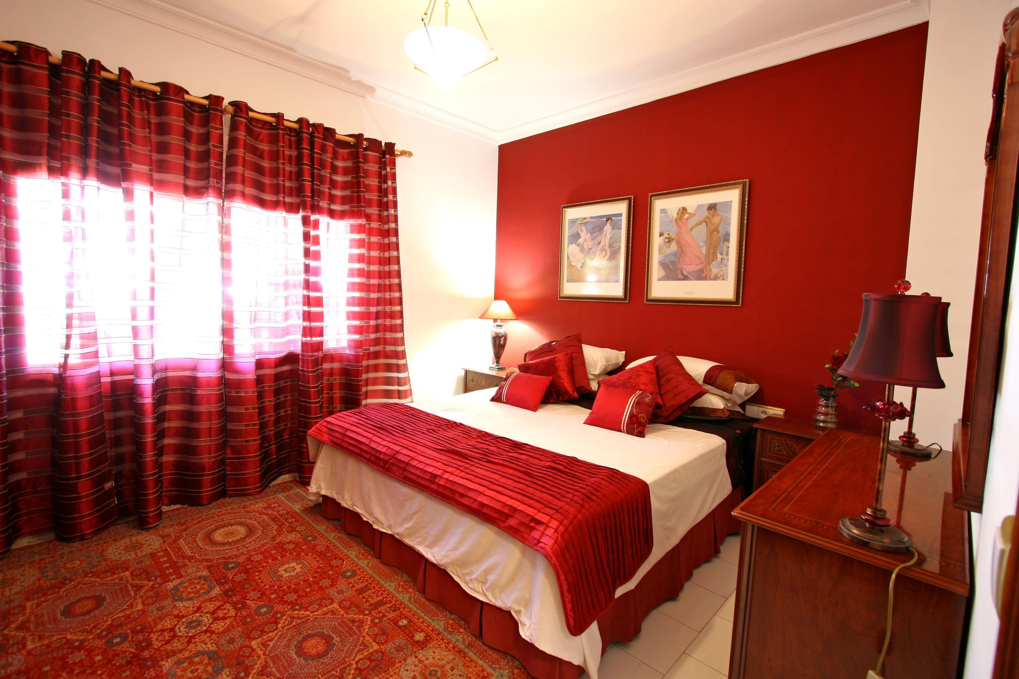غرف نوم باللون الاحمر | المرسال