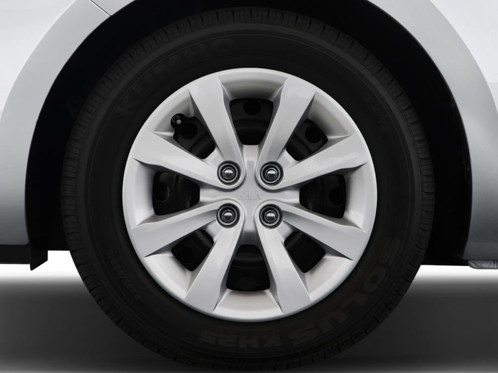 صور أسعار سيارة كيا ريو Tire-2013-Kia-Rio.jpg