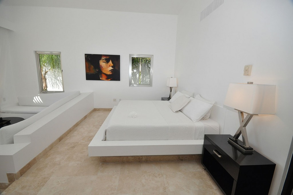 صورغرف نوم بيضاء casachina-blanca-white-bedroom2-1024x682.jpg