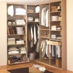 غرفة ملابس جدارية صغيرة بزاوية