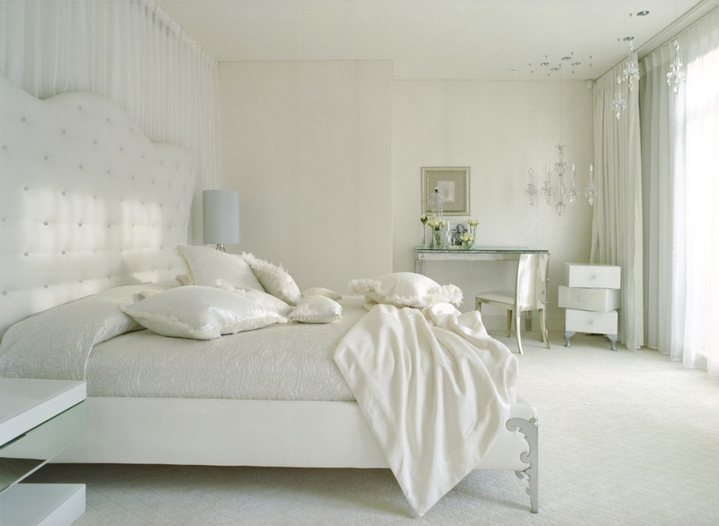 صورغرف نوم بيضاء luxury-white-bedroom-modern-luxury-dreams-house-design-with-cool-interior-decor-66586-1024x749.jpg