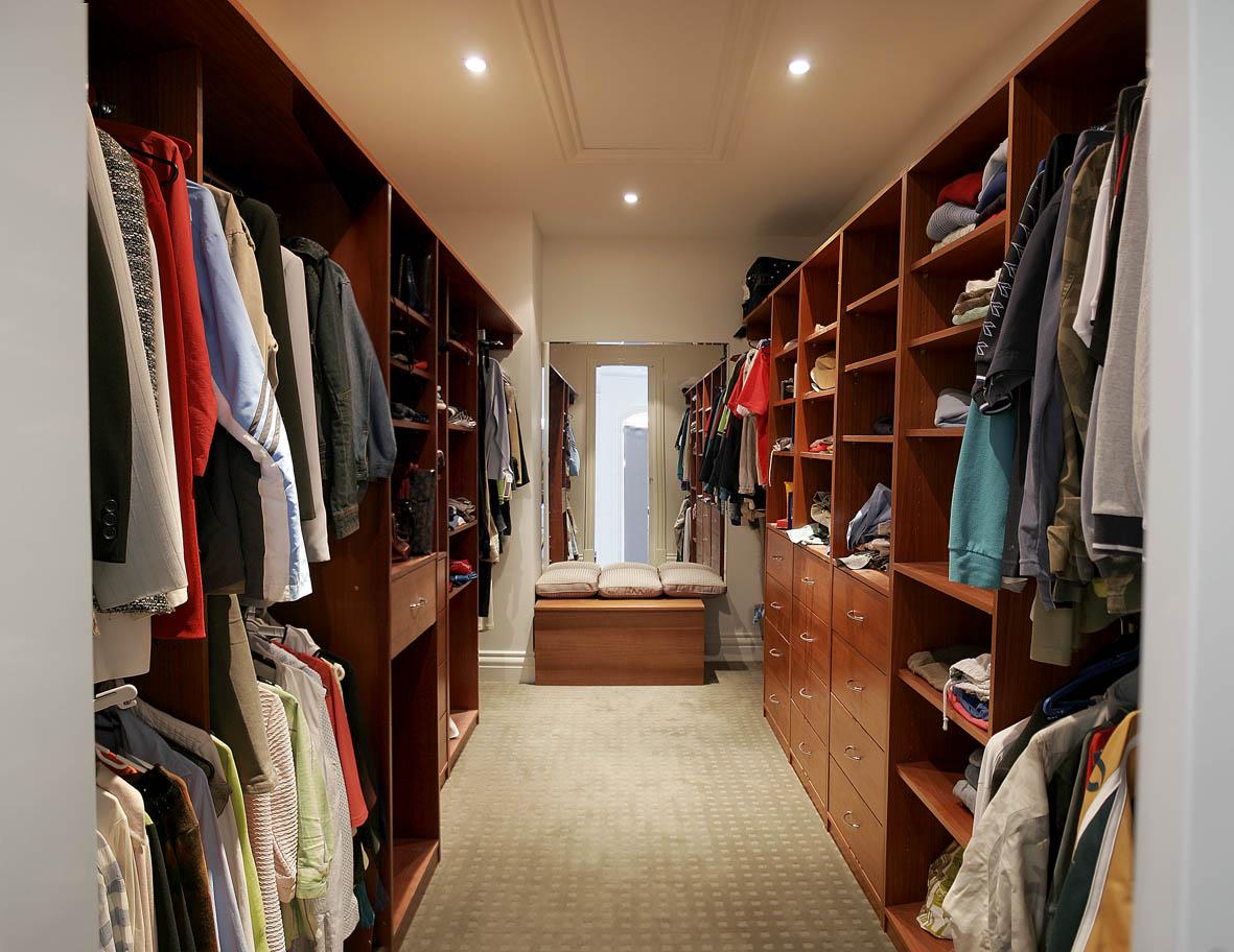 تصميم مودرن لـ غرفة ملابس جديدة