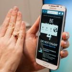 حجم جوال غالاكسي اس فور مع اليد Samsung Galaxy S4