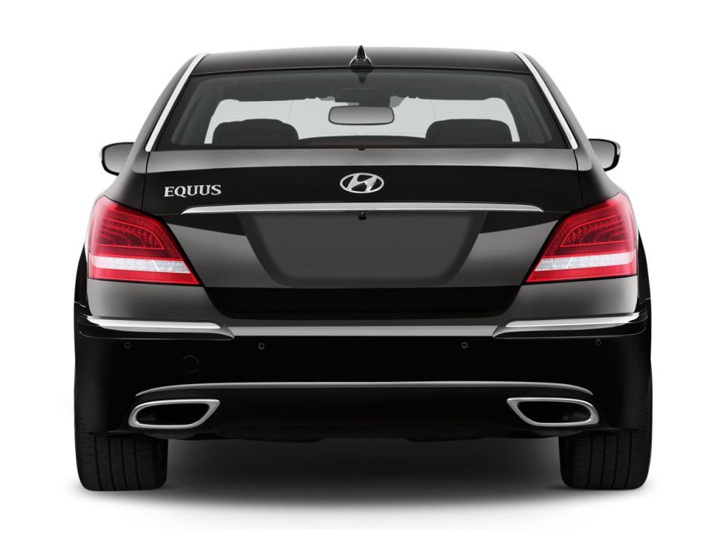المواصفات والأسعار لسيارة هيونداي سنتنيال 2013-hyundai-equus-4-door-sedan-signature-rear-exterior-view_100399136_l.jpg