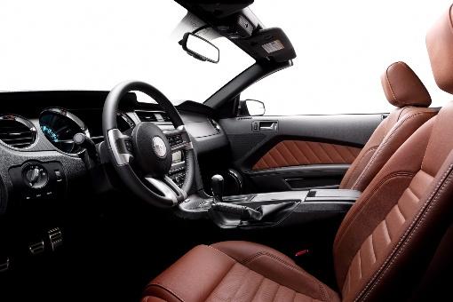 ������� ������� ٢٠١٥ ������� ٢٠١٥ 2014-Ford-Mustang-interior.jpg
