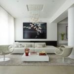 غرفة معيشة بيضاء اللون