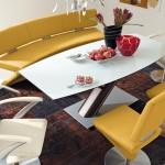 طاولة طعام جلد باللون الاصفر