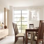 طاولة مائة من الخشب والكراسي خشبية