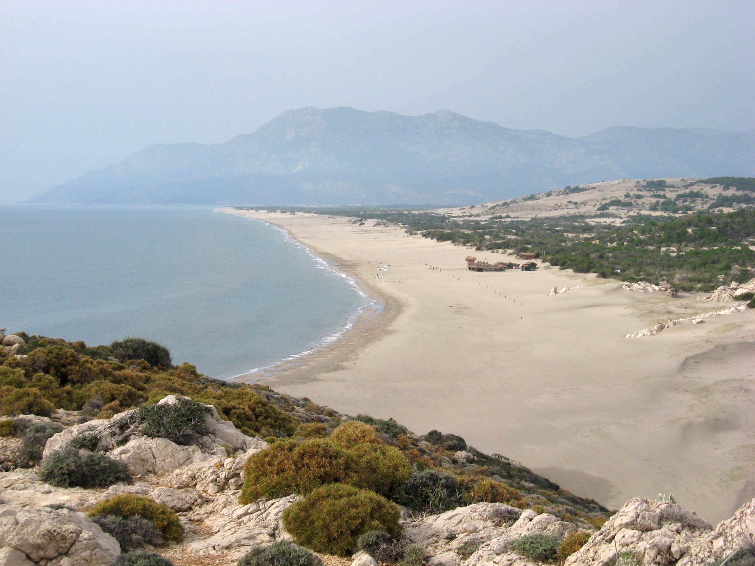 شاطئ باتارا الرائع