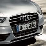 صورة الشبكة الامامية ذات الشكل الانسيابى للسيارة اودي A4 2013