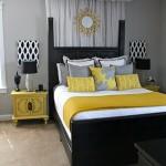 لون اصفر في مخدات السرير