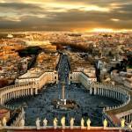ساحة بطرس الضخمة في مدينة الفاتيكان