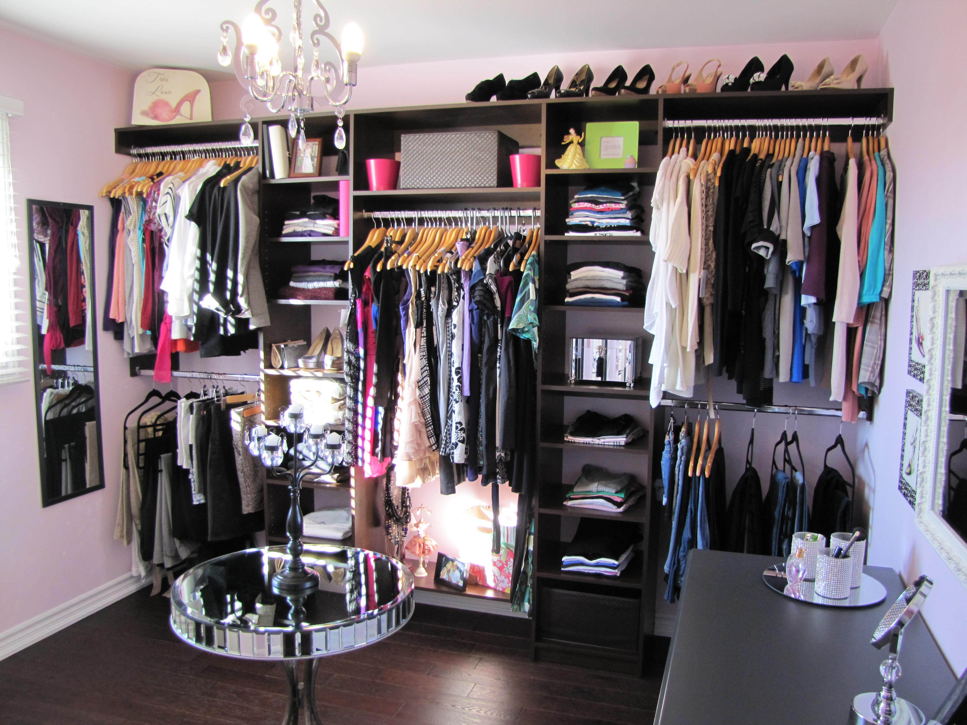 غرفة خلع الملابس بسيطة جداً | المرسال