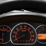 صورة عجلة القيادة من داخل السيارة سوزوكي التو 2013