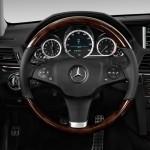 صورة عجلة القيادة الانسيابية للسيارة مرسيدس e200
