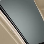 صورة من الداخل لفتحة السقف للسيارة تويوتا 2014