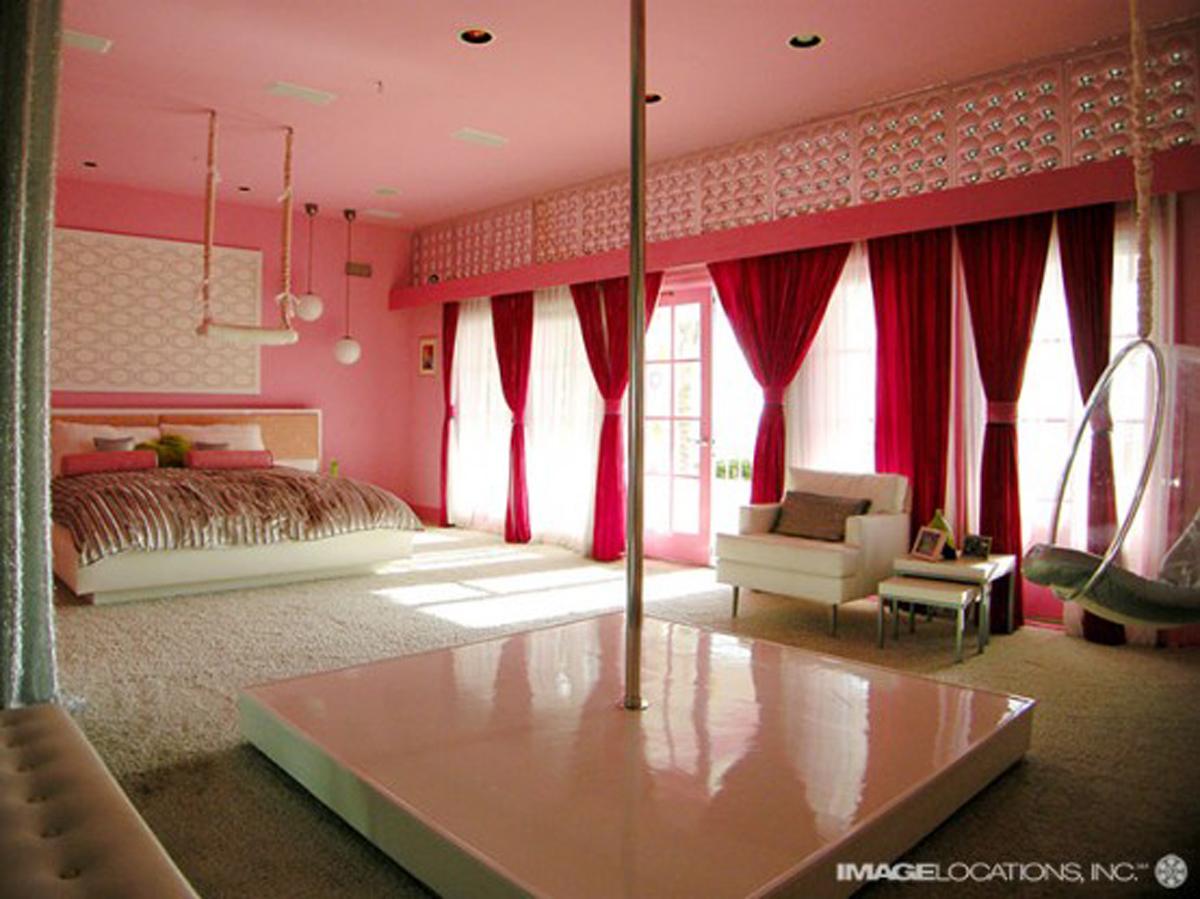 تصميم غرفة نوم غريبة كبيرة   المرسال