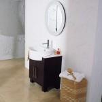 تصميم باللون الأبيض والأسود لحوض الحمام