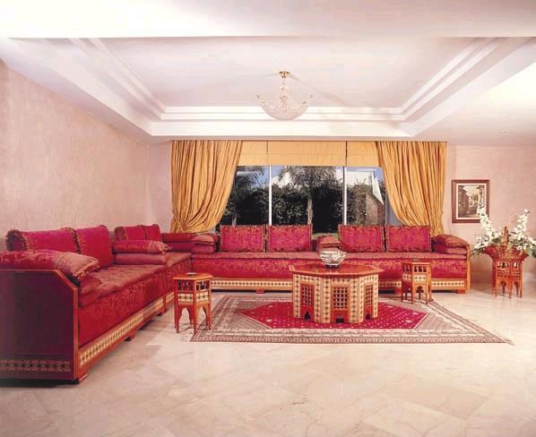 تصميم باللون الأحمر للمجالس المغربية