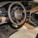 شكل عجلة القيادة الانسيابية للسيارة اودي A7 2014