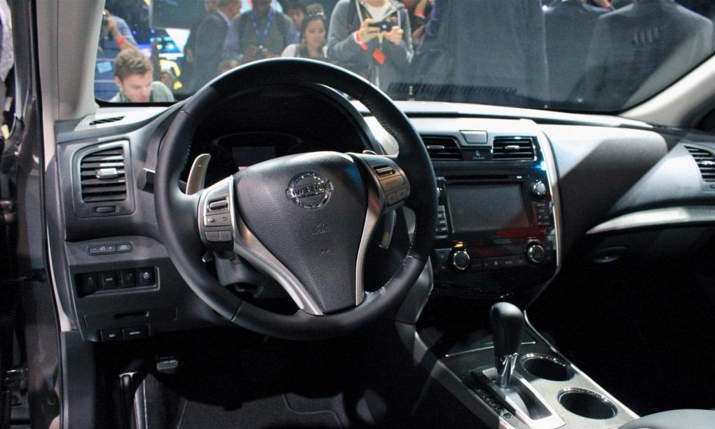 عجلة القيادة للسيارة نيسان التيما 2014 | المرسال