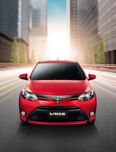صور و اسعار تويوتا يارس 2014 Toyota Yaris
