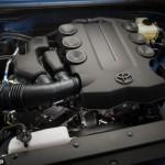 صورة المحرك القوى للسيارة المميزة تويوتا اف جي كروزر 2014