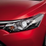 الانوار الامامية للسيارة تويوتا يارس 2014