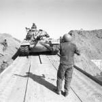 الدبابات الاسرائيلية عبر قناة السويس - 29180