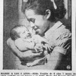 احتضان الطفلة لينا ميدينا لطفلها
