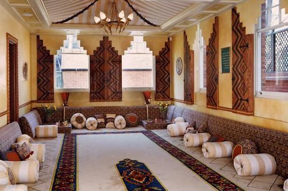 تصميم مختلف للمجالس المغربية