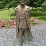 450px-Konrad_Zuse_Denkmal_im_Huenfelder_Stadtpark - 40691