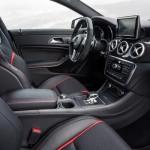 المقاعد الامامية للسيارة مرسيدس CLA Class 2014