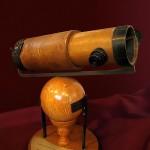 نسخة طبق الأصل من نيوتن الثاني تلسكوب عاكس انه قدم إلى الجمعية الملكية في عام 1672 [32]  - 37359