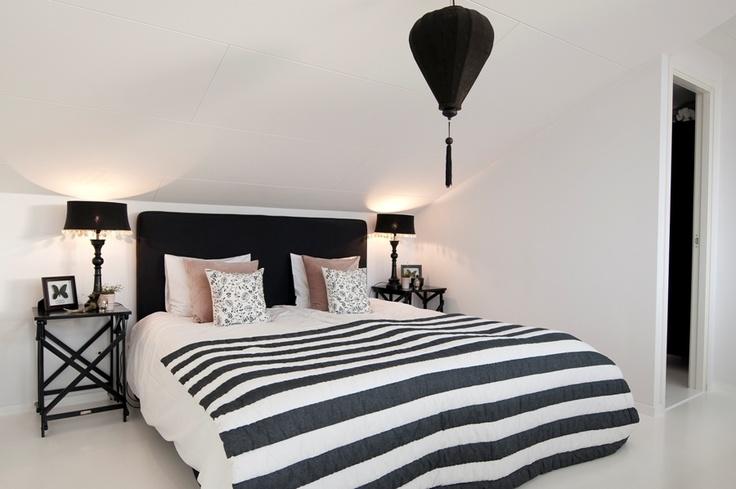 تصاميم غرفة نوم ابيض واسود مخططة | المرسال
