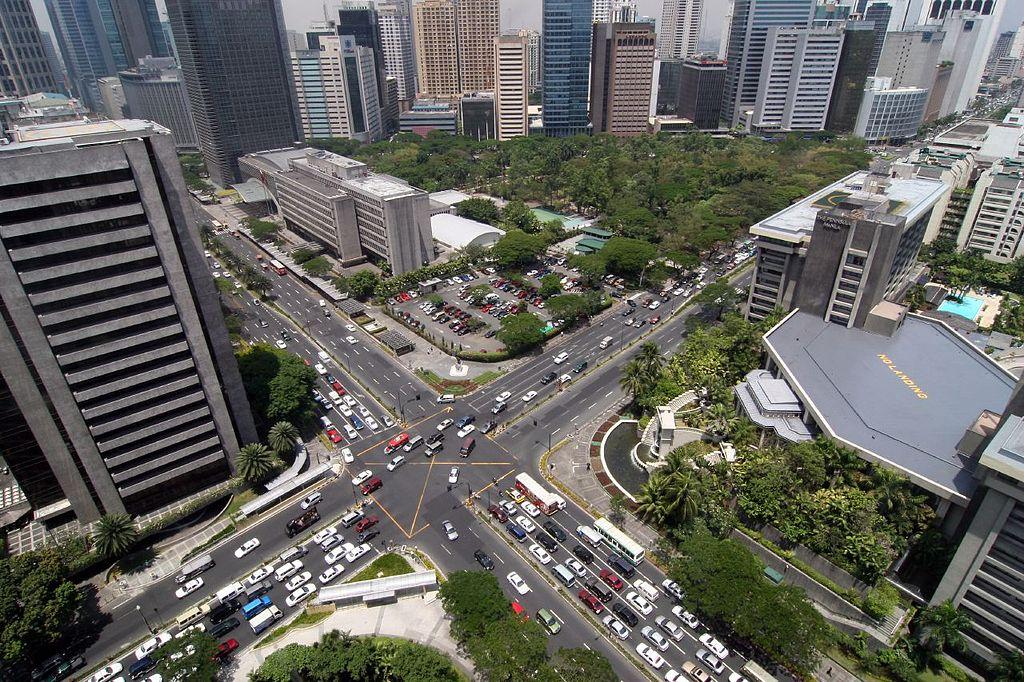 الفلبين Ayalatriangle.jpg
